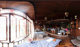 Yimi Yangguang bar 360 degree travel