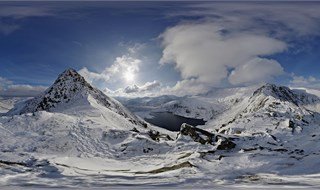 Snow in Snowdonia, Wales - Up Eryl Farchog