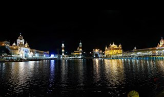 golden temple sarovar night view www.lifeexpression.in