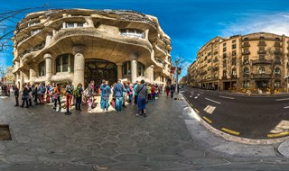 Waiting line at La Pedrera - Mila House (Casa Mila)