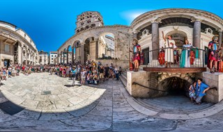 Diocletian's salute at Peristil square