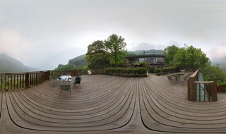 Lauya Alishan Homestay outdoor terrace.