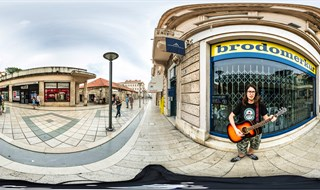 Street player at Marmontova street