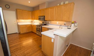 Moorpark Town Home For Sale with 3 Bedrooms, Hardwood Floors, Stainless Steel Appliances - Kitchen F